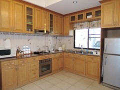 House for sale Jomtien Pattaya showing the kitchen