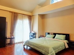 House for sale Jomtien Pattaya showing the master bedroom poolside