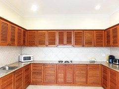 House for sale View Talay Villas Jomtien showing the kitchen