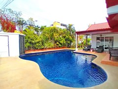 House for sale Jomtien showing the pool
