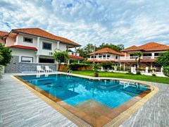 House for sale Jomtien showing the private pool and poolside terrace