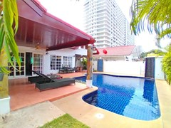 House for sale Jomtien showing the poolside terrace and pool