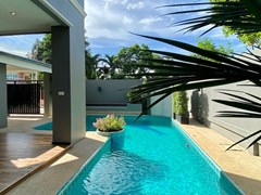 House for sale Jomtien showing the private pool