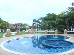 House for sale Na Jomtien Pattaya showing the communal pool