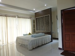 House for sale Na Jomtien Pattaya showing the master bedroom suite