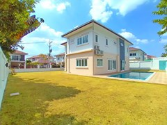 House for sale Pattaya Mabprachan showing the house, garden and pool