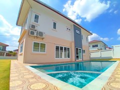 House for sale Pattaya Mabprachan showing the pool Jacuzzi