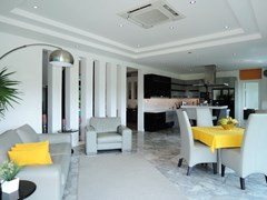 House for sale Pattaya Phoenix Golf Course showing the living dining and kitchen areas