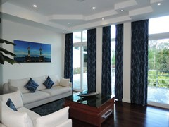 House for sale Pattaya Phoenix Golf Course showing the second bedroom living room