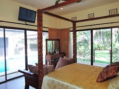 House for sale Pattaya showing the master bedroom poolside and garden