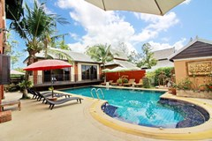 House for Sale East Jomtien showing the private pool and terraces