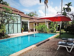 House for sale Pattaya showing the private swimming pool and teraces