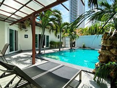 House for sale Pratumnak Pattaya showing the covered terrace and pool