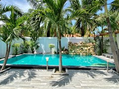 House for sale Pratumnak Pattaya showing the private pool