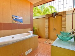 House for sale Pratumnak Pattaya showing the second bathroom