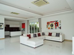 House for sale The Vineyard Pattaya showing the living and kitchen areas