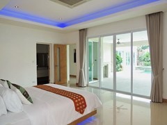 House for sale The Vineyard Pattaya showing the master bedroom