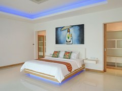 House for sale The Vineyard Pattaya showing the master bedroom suite