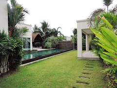 House for sale The Vineyard Pattaya showing the two salas and garden
