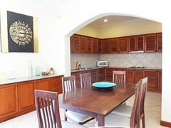 House for sale View Talay Villas Jomtien showing the dining and kitchen areas