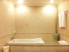 House for sale View Talay Villas Jomtien showing the master bathroom with bathtub