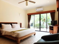 House for sale View Talay Villas Jomtien showing the master bedroom