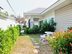 House for sale WongAmat Pattaya showing the house, terrace and garden