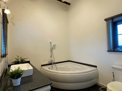 House for sale East Pattaya showing the master bathroom with Jacuzzi bathtub