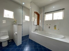 House for sale East Pattaya showing the master bathroom with bathtub