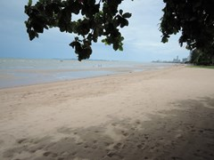 Land for sale Na Jomtien Pattaya that is direct beachfront