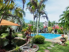 Resort for sale Huay Yai Pattaya showing the large pool and garden