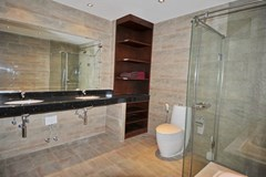 Condominium for rent Jomtien showing the master bathroom