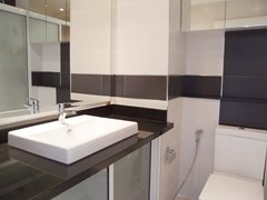 Condominium for rent Jomtien showing the bathroom