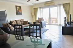 Condominium for rent Jomtien showing the dining and living areas