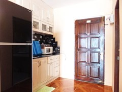 Condominium for rent Jomtien Pattaya showing the kitchen area