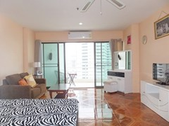 Condominium for rent Jomtien Pattaya showing the living area and balcony