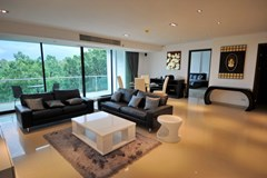 Condominium for rent Jomtien showing the living and dining areas