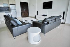 Condominium for rent Jomtien showing the living room