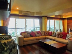 Condominium for rent Wongamat Pattaya showing the living area with balcony