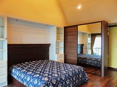 Condominium for rent Wongamat Pattaya showing the master bedroom suite