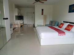 Condominium for rent Pattaya View Talay 6 showing the open plan area