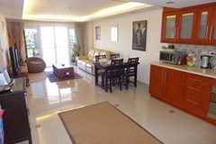 Condominium For Rent Pattaya showing the kitchen and living areas