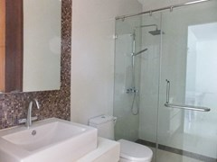 Condominium for rent Wongamat Pattaya showing a bathroom