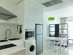 Condominium for rent Wongamat Pattaya showing the dining and kitchen areas