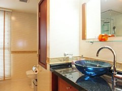 Condominium for Rent Central Pattaya showing the second bathroom