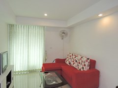 Condominium for rent East Pattaya showing living area