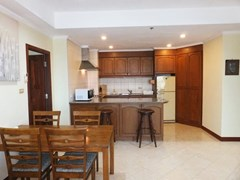 Condominium for rent Jomtien showing the dining and kitchen