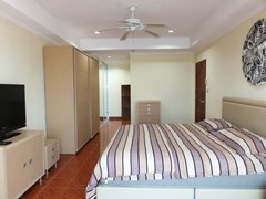 Condominium for rent Jomtien showing the master bedroom suite