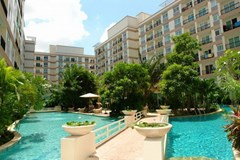 Condominium for rent Jomtien Park Lane showing the communal pool