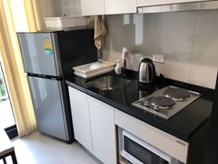 Condominium for rent Central Pattaya showing the kitchen